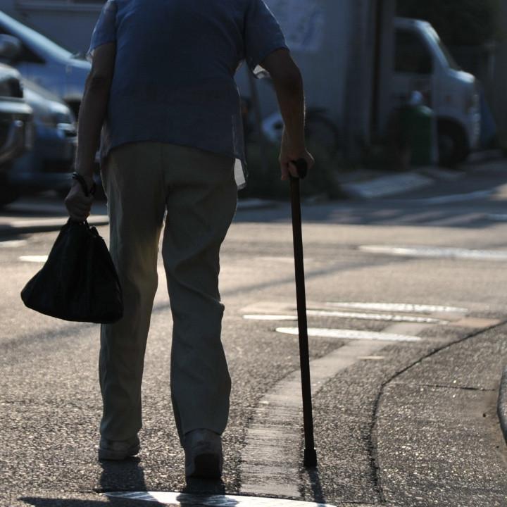 高齢者の生活を支える介護士