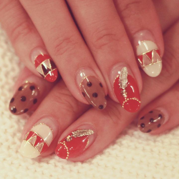 女性の爪を美しくするネイリスト