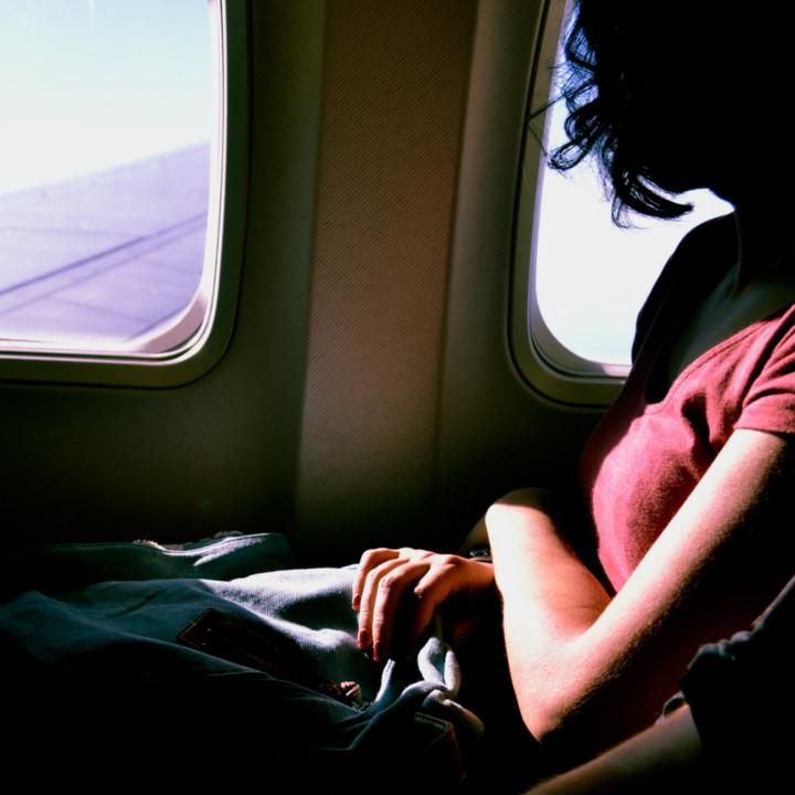 快適な空の旅をエスコートする客室乗務員